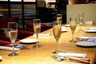 飲み物,屋内,ガラス,テーブル,人物,イベント,食器,ワイン,グラス,ビール,カクテル,乾杯,ドリンク,女子会,シャンパン,パーティー,新年会,忘年会,アルコール,手元,二次会