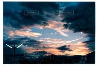 青い曇り空の雲の写真・画像素材[3452303]