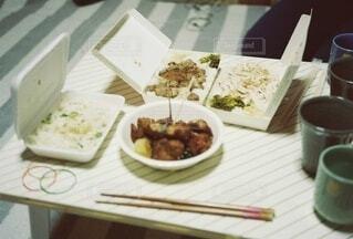 食べ物,飲み物,食事,ディナー,テーブル,皿,食器,料理,出前,宅配,テイクアウト,ファストフード,台湾料理,デリバリー,お持ち帰り