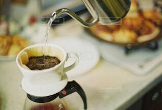 食べ物,カフェ,コーヒー,キッチン,スプーン,リラックス,マグカップ,食器,カップ,台所,紅茶,おうちカフェ,ドリンク,おうち,ライフスタイル,調理器具,サーバー,ボウル,食器類,コーヒー カップ,おうち時間,受け皿