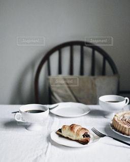 クロワッサンのある朝食の写真・画像素材[1157908]