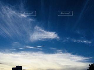 飛行機雲の写真・画像素材[1097123]