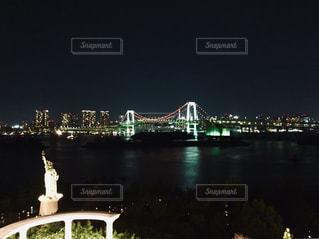 夜のレインボーブリッジの写真・画像素材[1680895]
