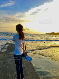 夕日,カップル,砂浜,海辺,彼女,後ろ髪