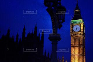 時計台ビッグ ・ ベンを背景に夜ライトアップの写真・画像素材[1814621]