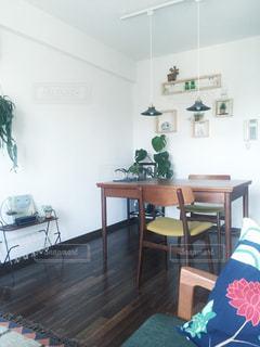 インテリア,ライト,テーブル,照明,ダイニング,観葉植物,グリーン,北欧