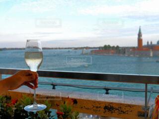 海,手持ち,人物,イタリア,ポートレート,ベネチア,ドリンク,ヴェネチア,シャンパン,ライフスタイル,眺め,手元,湾