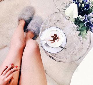 テーブルの上の花の花瓶の写真・画像素材[903853]