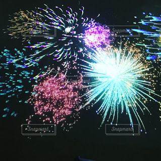 プロジェクターでのデジタル花火の写真・画像素材[1321273]
