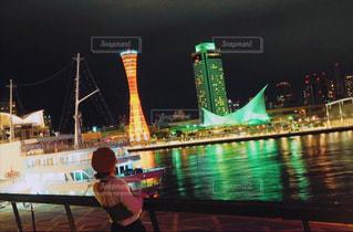 水面に広がる夜景の写真・画像素材[921030]