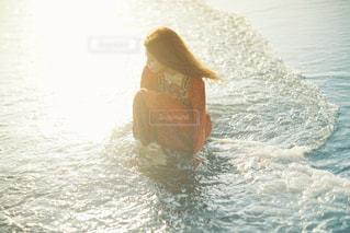 水中で泳いでいる人 - No.963813
