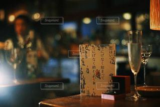 テーブル ワインのグラスの写真・画像素材[1639413]