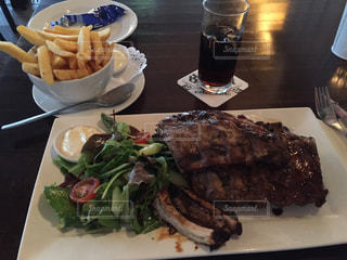 海外,観光,洋食,オランダ,バー,ポテト,スペアリブ,肉料理,bar de saloon warmond