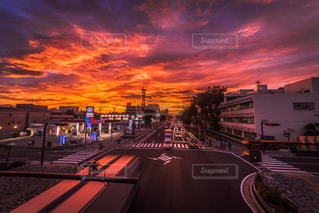 夕暮れ時の都市の景色の写真・画像素材[962022]