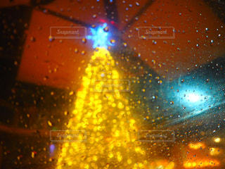 傘越しのツリー!の写真・画像素材[938210]