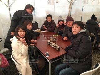 初詣⛩の甘酒を家族で飲む。暖かいよの写真・画像素材[2458383]