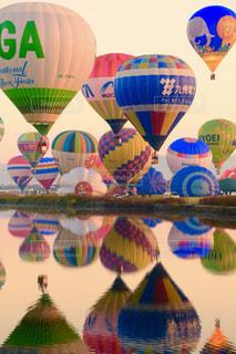 カラフルな風船のグループ - No.855015