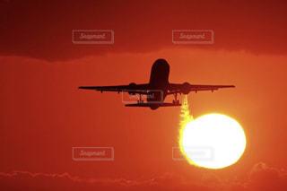 空,夕日,夕焼け,飛行機,空港,夕陽