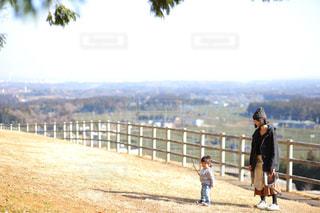 冬のよく晴れた暖かい日のお散歩の写真・画像素材[1018465]