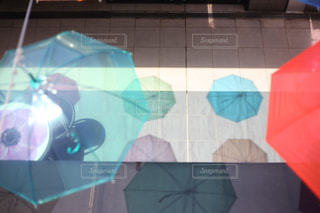 カラフルな影の写真・画像素材[1202083]