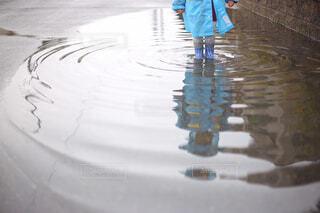 傘を持った人の写真・画像素材[4464214]
