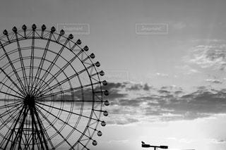 近くの曇りの日に傘をの写真・画像素材[813866]