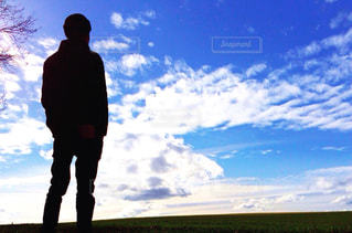 僕と青空の写真・画像素材[1099570]