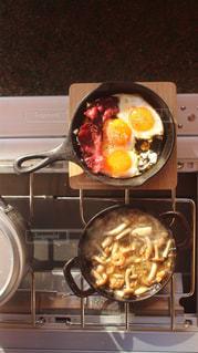 食品のボウルの中のストーブ トップ オーブン リビングの写真・画像素材[1169316]