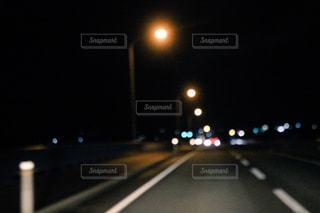 夜の高速道路の写真・画像素材[1232621]