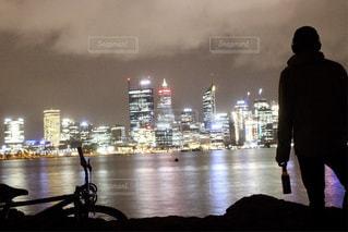 男性,夜景,自転車,海外,川,景色,影,男,撮影,シルエット,街,都会,人,キラキラ,旅行,オーストラリア,海外旅行,パース