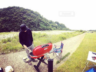 オートバイに座っている男の写真・画像素材[2367813]
