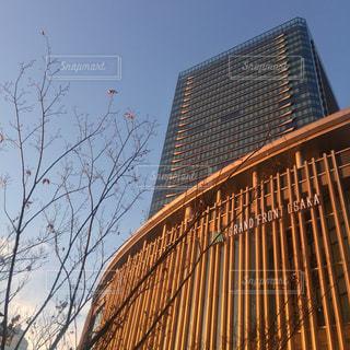 #大阪 #梅田 #大阪駅 #グランフロント大阪 #夕暮れの写真・画像素材[375861]