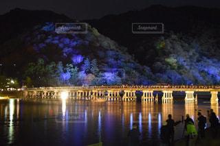紅葉,京都,川,水面,観光,ライトアップ,渡月橋,紅葉ライトアップ