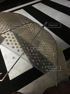 ビニール傘落ちた!の写真・画像素材[1073878]