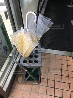 コンビニの傘立ての写真・画像素材[1073892]