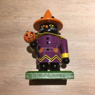 木製の黒猫ハロウィンの写真・画像素材[2599136]