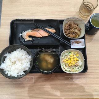 吉野家朝亭♡鮭好きです2019年10月15日の写真・画像素材[2608174]