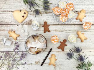 手作りクッキーとアイスコーヒーの写真・画像素材[1247904]