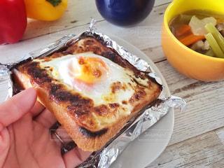 目玉焼きトーストで朝ごはん♪の写真・画像素材[1676145]