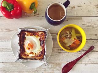 目玉焼きトーストと野菜スープとコーヒー♪の写真・画像素材[1676213]