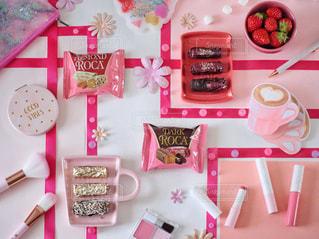 ピンク,いちご,リボン,お菓子,チョコレート,メモ帳,ミラー,ポーチ,コスメ,ブラシ,ボールペン,ペーパーフラワー,保冷剤,アーモンドロカ,ロカピンク