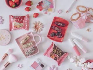 ピンク,いちご,お菓子,チョコレート,メモ帳,ミラー,ポーチ,コスメ,ブラシ,ボールペン,ペーパーフラワー,保冷剤,アーモンドロカ,ロカピンク