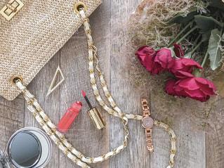 薔薇とスモークツリーの花束とお出かけ準備の写真・画像素材[2171988]