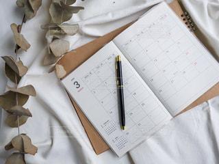 スケジュール帳とペンの写真・画像素材[2985670]