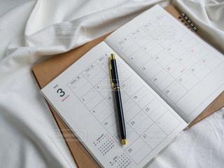 スケジュール帳とペンの写真・画像素材[2985671]