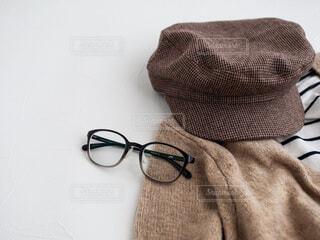 ベッドの上のメガネの写真・画像素材[3748624]