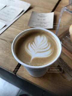 テーブルの上のコーヒー カップの写真・画像素材[790874]