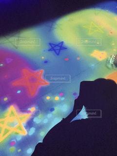 撮影中の影、キラキラ星の写真・画像素材[914714]