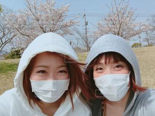 花粉症義姉妹、花見に行くの写真・画像素材[1102265]
