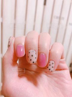 ピンクとドットの春ネイルの写真・画像素材[1151152]